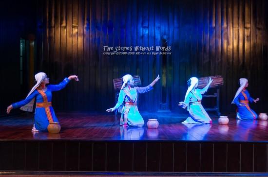 『チャンパ踊り』 K-5IIs DA★16-50mmF2.8 [36mm F2.8 1/90 ISO800]