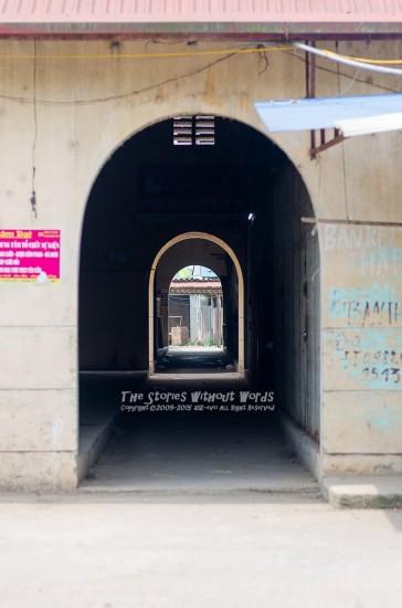『トンネルを抜けて』 K-5IIs FA77mmF1.8 [ F2.8 1/350 ISO160]