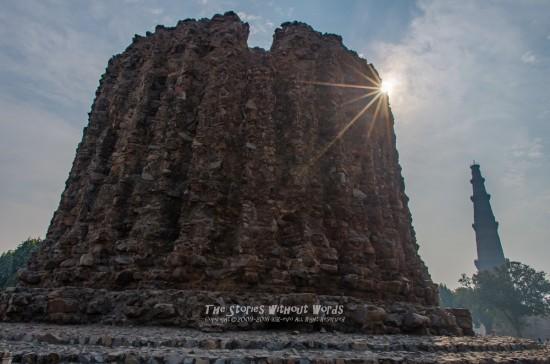 『未完の塔』 [15 mm 1-2000 秒 (f - 11) ISO 160]