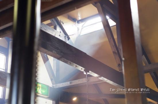 『天使の階段』 K-5 FA43mmF1.9 [F2.8 1/180 ISO800]