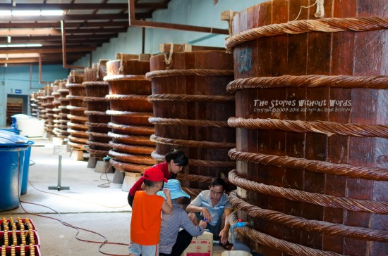 『魚醤樽』 K-5IIs[31 mm 1-125 秒 (f - 2.4) ISO 1100]