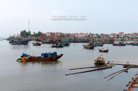 『漁港』K-5IIs[31 mm 1-1000 秒 (f - 5.6) ISO 160]