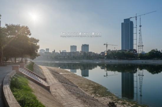 『ホテル前の風景』 K-5IIs [15 mm 1-8000 秒 (f - 11) ISO 160]