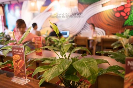 『カフェで休憩』 K-1 [31 mm 1-90 秒 (f - 2.4) ISO 1100]
