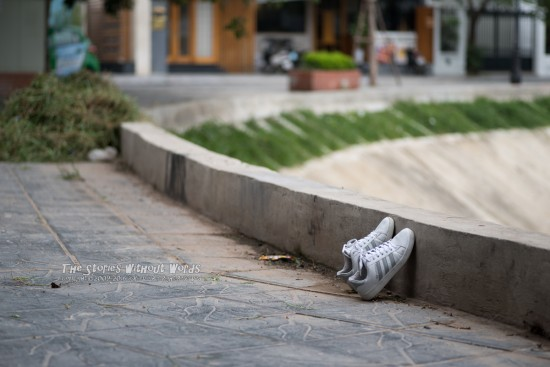 『Drying Shoes?』 K-1 [100 mm 1-1000 秒 (f - 2.8) ISO 100]