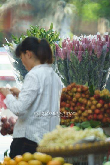 『花売り』 α7RII [ 1-1000 秒 ISO 5000]