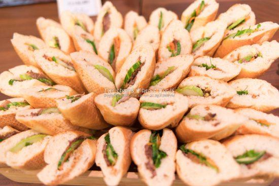 『花咲くBánh Mì』 K-1 [31 mm 1-45 秒 (f - 1.8) ISO 280]