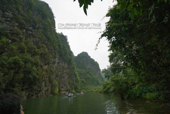 『峡谷をゆく』 A7RII / SEL1635Z [16mm F4 1/750 ISO100]