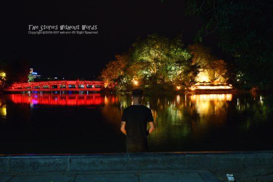 『夜釣り』 A7RII / SEL1635Z [35mm F5.6 1/30 ISO4000]