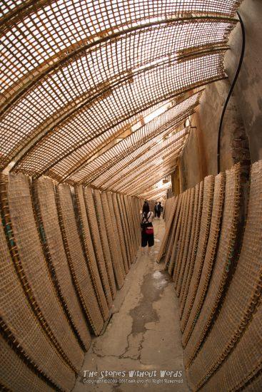 『トンネル』 K-1 / DA15mmF4 [ F5.6 1/30 ISO200]