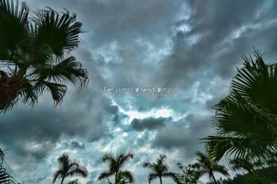『暗雲立ち込める』 A7RII [16 mm 1-350 秒 (f - 5.6) ISO 100]
