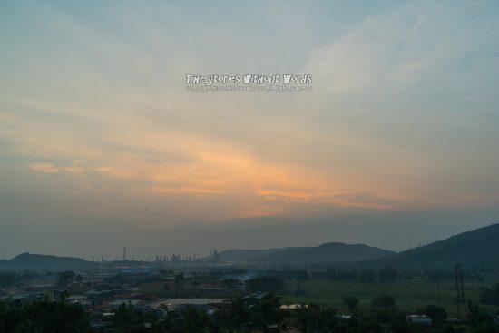 『焼ける雲』 [31 mm 1-90 秒 (f - 8.0) ISO 100]