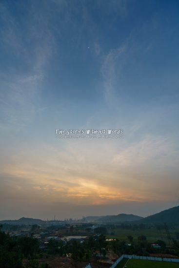 『夜が明ける』 [16 mm 1-1500 秒 (f - 5.6) ISO 100]