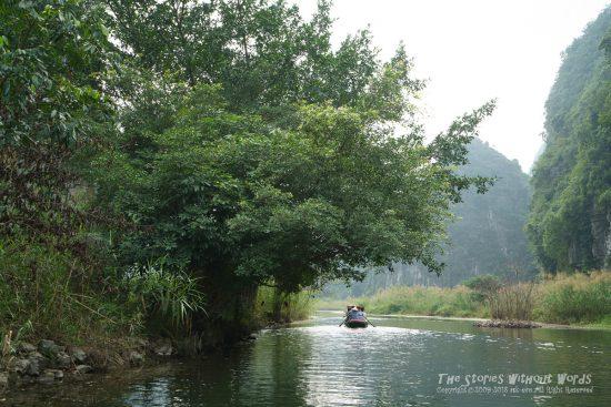 『川を進む』 [35 mm 1-125 秒 (f - 5.6) ISO 100]